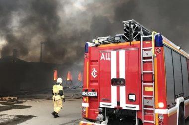В Нальчике тушили пожар в общежитии