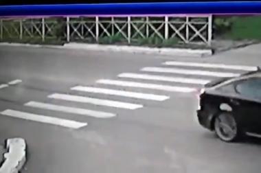 водитель на Лексусе испортил дорожную разметку в Прохладном