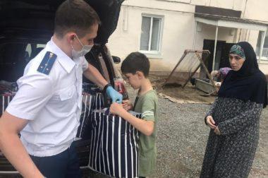 В КБР сотрудники районной прокуратуры оказали помощь малоимущим семьям