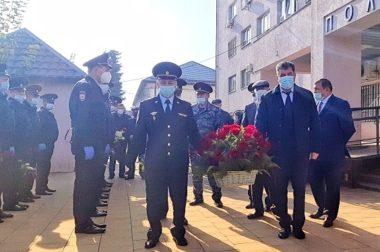 Руководство МВД по КБР посетило семью погибшего сотрудника