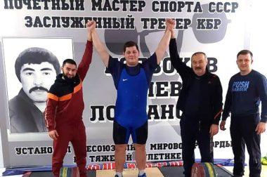 Два «золота» с первенства России по тяжелой атлетике