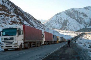 Запрещено движение всех автотранспортных средств в направлении Грузии