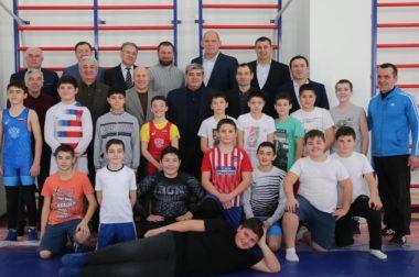 Казбек Коков, Александр Карелин и Михаил Мамиашвили встретились с юными борцами республики