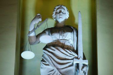 Двое мужчин идут под суд за нападение на учителя в школе Нальчика