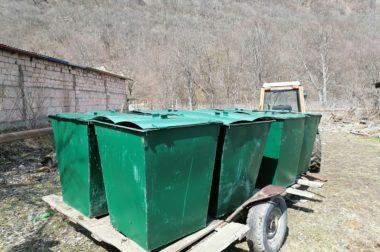 В Нижнем Чегеме установили мусорные баки