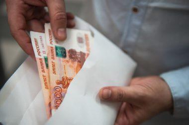 Путин дал поручение по выплате 10 тысяч рублей семьям с детьми