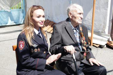 Росгвардейцы поздравили ветеранов войны с наступающим Днем Победы