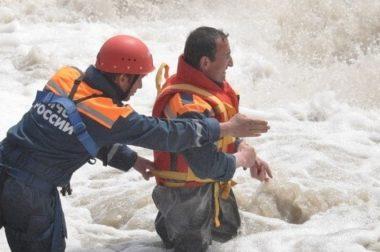 В Баксанском районе ищут упавшего в реку мужчину