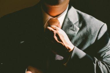 Госслужащие из Чечни, Карачаево-Черкесии, Кабардино-Балкарии и Ставропольского края вошли в топ-100 богатейших чиновников России по версии Forbes.